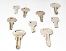 種類別にたくさん並ぶシリンダー錠