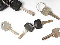 散らばっている複数の鍵